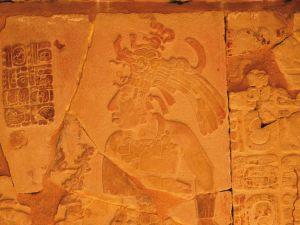 raffigurazione scolpita del re pakal