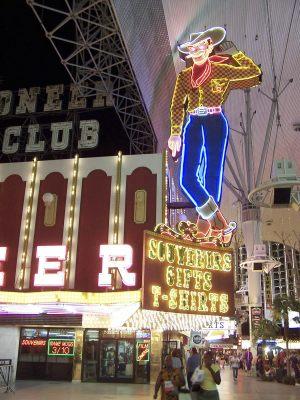 cowboy al neon sulla via di fremont - las vegas